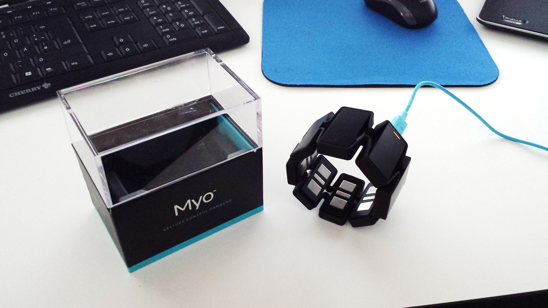 Unboxing the Myo Gesture Control Armband